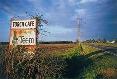 William Eggleston - Mississippi 1973 William Eggleston, Color Photography, Street Photography, 1970s Photography, Contemporary Photography, Night Photography, Landscape Photography, Portrait Photography, Nature Photography