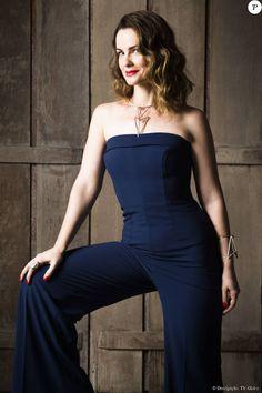 Carolina Kasting já havia usado o macacão azul marinho na coletiva de imprensa da segunda fase da novela 'Além do Tempo'