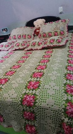 40 Different Crochet Baby Blanket Patterns Ideas and Images for 2019 Col Crochet, Crochet Home, Baby Blanket Crochet, Crochet Yarn, Free Crochet, Crochet Bedspread Pattern, Granny Square Crochet Pattern, Crochet Squares, Crochet Tablecloth