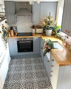 10 layouts that are perfect for your small kitchen area # kitchenisland # . - 10 layouts that are perfect for your small kitchen area # kitchenisland # kitchendesign # kitch - New Kitchen, Kitchen Dining, Kitchen Decor, Kitchen Country, Rustic Kitchen, Kitchen Ideas, Küchen Design, Home Design, Design Ideas
