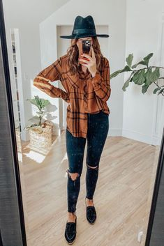 East thanksgiving outfit No residue dry shampoo, that prolongues your time in between washes, and doesn't leave white residue. Outfit Jeans, Black Loafers Outfit, Outfits Otoño, Jean Outfits, Trendy Outfits, Fashion Outfits, Fashion Styles, Batman Outfits, Dinner Outfits