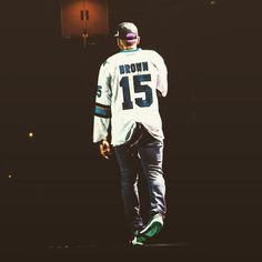 --> DOPE PICTURE Of Chris Brown Last Night In San Jose #TeamBREEZY