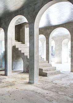 The Home of Catalan artist Xavier Corberó Architecture Images, Minimalist Architecture, Architecture Details, Interior Architecture, Concrete Interiors, Urban Rustic, Photo Lighting, Dark Places, Wabi Sabi