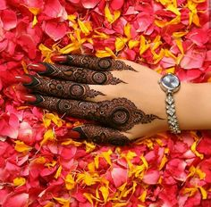 25 Most Beautiful Mehndi Designs For Engagement in 2018 Henna Hand Designs, Dulhan Mehndi Designs, Kashee's Mehndi Designs, Mehndi Designs Finger, Floral Henna Designs, Mehndi Designs For Girls, Mehndi Design Photos, Wedding Mehndi Designs, Mehndi Designs For Fingers
