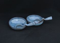 bowls de sobremesa com colheres.