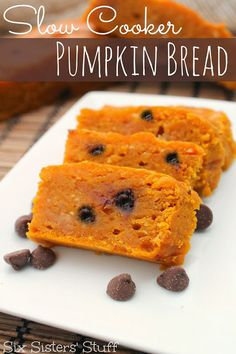 Who knew you could make this in a slow cooker?!?! SLOW COOKER PUMPKIN BREAD on SixSistersStuff.com
