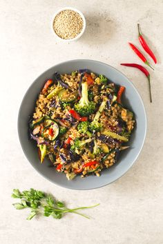 How to make brown rice stir-fry   simpleveganblog.com #vegan #glutenfree