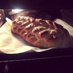 Radůzy Recepty.com - PEČIVO & DOMÁCÍ PEKÁRNA - Nejlepší vánočka na světě Hot Dog Buns, Hot Dogs, Bread, Food, Brot, Essen, Baking, Meals, Breads