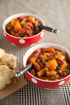 Check out what I found on the Paula Deen Network! Speedy Veggie Chili http://www.pauladeen.com/recipes/recipe_view/speedy_veggie_chili