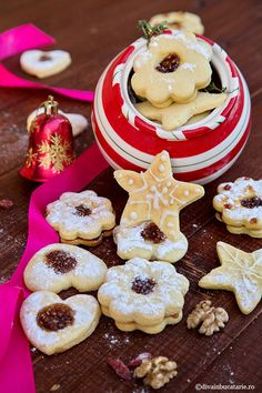 Reteta de biscuiti cu dulceata de zemura am pregatit-o cu Adriana Popescu in live-ul de pe pagina de facebook divainbucatarie.