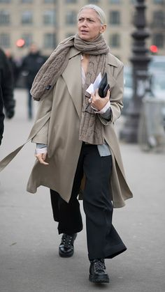 Christiane Arp seen in the streets of Paris during Haute Couture. Spring Outfits, Trendy Outfits, Fashion Outfits, Womens Fashion, High Fashion Models, Spring Summer, Advanced Style, Street Style Women, Timeless Fashion