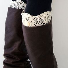 A fun and easy 20 minute project to make these gorgeous boot cuffs for your favorite fall or winter boots, using crochet placements. Enjoy!