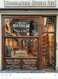 This chocolate shop and cafe has walls of dripping chocolate. Vintage Store, Vintage Cafe, Chocolate Shoppe, Tee Shop, Café Bar, Coffee Shop Design, Shop Fronts, Lovely Shop, Cafe Restaurant