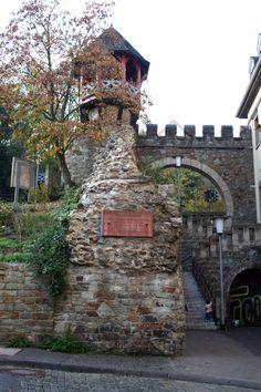 en Stone wall - the most ancient construction of Wiesbaden  de Heidenmauer in Wiesbaden. Altestes Bauwerk Wiesbadens Germany