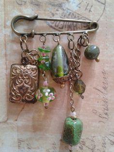Recycled Jewelry, Old Jewelry, Jewelry Crafts, Jewelry Art, Jewlery, Vintage Jewelry, Handmade Jewelry, Jewelry Design, Kilt Pin