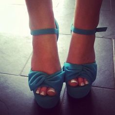 ankle strap + a bow... cuteeeee