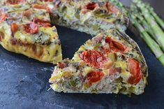 """""""This simple asparagus, bacon & tomato frittata recipe is made in the slow cooker!"""" Slow Cooker Casserole, Beef Casserole Recipes, Cooker Recipes, Slow Cooker Breakfast, Breakfast Recipes, Dinner Recipes, Breakfast Casserole, Slow Cooker Times, Slow Cooker Beef"""