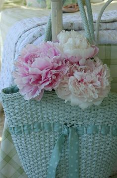 Peonies in a shabby blue basket Shabby Flowers, Romantic Flowers, Pink Flowers, Shabby Chic Cottage, Shabby Chic Style, Pink Love, Pink And Green, Aqua Blue, Green Bag