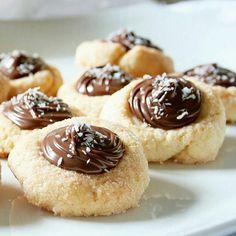 @Regrann from @sannydib -  Quanto adoro l'abbinamento cocco e Nutella! Questi biscotti sono golosissimi e davvero facili da fare La ricetta è sul blog  #food #instafood #sharefood #sweets #dolci #cocco #nutella #coconut #biscotti #biscuits #dolce_salato_italiano #dolcitentazioni #dolcivisioni #colazioneitaliana #merendaitaliana #secucinatevoi #100ita #italianfood #piattiitaliani #dolciitaliani -