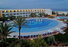 The Hotel Grand Palladium Palace Resort & Spa is a wonderful hotel designed for comfort, luxury and enjoyment of their customers. With an excellent location, just a few kilometers from the airport and Ibiza town