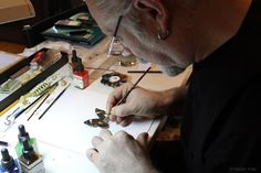 Hasan Kale, art, painting, sculpture, miniatures - He paints on every small object he finds. A needle, a seed, a butterfly wing or a lump sugar turns into a canvas in his hands.