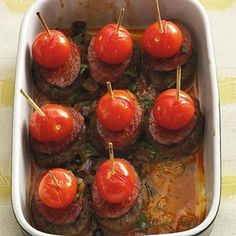 Spaan­se tap­as-bur­ger­tjes uit de oven Tapas Party, Appetizers For Party, Appetizer Recipes, Paella, Fish And Meat, Spanish Tapas, Swedish Recipes, Tasty Dishes, Finger Foods