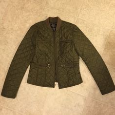 Ralph Lauren quilted green bomber jacket S ❁´◡`❁) ωḙℓḉ✺Պḙ (❁´◡`❁)   Description:   •Lightweight but extremely warm quilted material •Zip up  ❤️   Brand: Ralph Lauren Polo   Size: WOMENS small   Condition:  great preowned shape. No flaws. Ralph Lauren Jackets & Coats Puffers