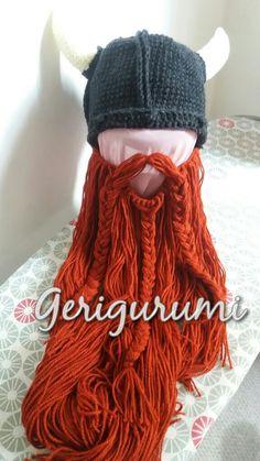 Gorro vikingo con barba.