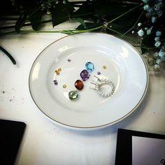 ¿Qué combinación de piedras elegirías para tu sortija Jaipur? Topacio azul, amatista morada, granate rojo o prasiolita verde #creacionesag #joyeriagordillo #igerscadiz #cadiz #joyas #jewels #shopping #cadizcentro #youchoose #amedida #handmade #jaipur #cerverabarcelona # hindú #boho #bohemian #lifestyle