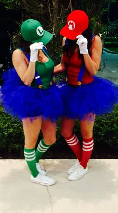 40 Awesome DIY Halloween Costumes for Women Mario and Luigi Costume for women Mario And Luigi Costume, Best Friend Halloween Costumes, Diy Halloween Costumes For Women, Halloween Ideas, Group Halloween, Halloween Running Costumes, Super Mario Costumes, Halloween Couples, Homemade Halloween