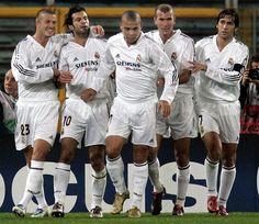 Beckham, Figo, Ronaldo, Zidane & Raul in Real Madrid. Wow, those were the days! Club Football, Real Madrid Football Club, Football Is Life, Best Football Team, Sport Football, Football Gif, Zinedine Zidane Real Madrid, Real Madrid Now, Real Madrid Club