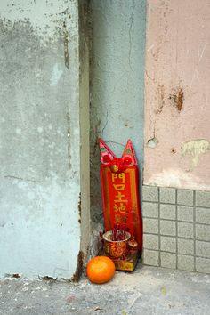 "MICHAEL WOLF PHOTOGRAPHY ""Hong Kong earth god"""
