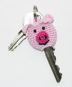 Crochet pig for key. My friend Monica would love this! OMG I do love it!!!! I want one just says momma!!!