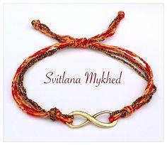 Bracelet Infini métal doré . Cordon satin orange, doré. Fermeture coulissante. : Bracelet par perles-et-couronnes