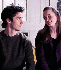 Animated gif uploaded by Cecilia Muniz. Find images and videos about gif, gilmore girls and rory gilmore on We Heart It - the app to get lost in what you love. Jess Gilmore, Watch Gilmore Girls, Movie Couples, Cute Couples, Beautiful Boys, Pretty Boys, Rory And Jess, Glimore Girls, We Heart It