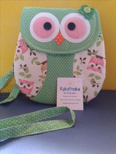 bolsinha corujinha Sewing Art, Sewing Crafts, Sewing Projects, Owl Purse, Owl Applique, Hand Embroidery Stitches, Bag Patterns To Sew, Cute Cases, Kids Bags