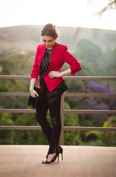 Look da Lu: blazer vermelho e clutch de franjas #chatadegalocha