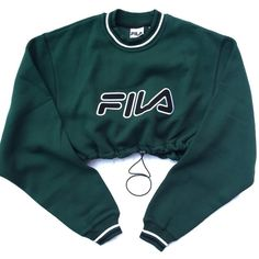 Reworked Fila Crop Sweatshirt Green ($45) ❤ liked on Polyvore featuring tops, crop top, fila, blue top, green top e blue crop top