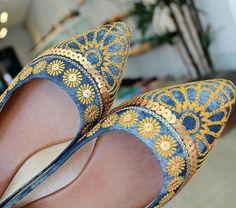 #regram lindo da @villemarieboutique com os detalhes do bordada na sapatilha #ValentinaFlats   #shoes #jeans #love #loveit #loveshoes #shoeslover #fashion #summer #bordado #shine