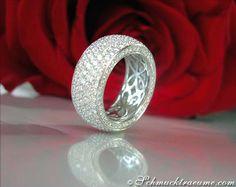 High-end: Huge Diamond Eternity Ring, 4,68 cts. G-VSI/VVSI, WG-18K -- Find out: schmucktraeume.com -- Visit us on FB: https://www.facebook.com/pages/Noble-Juwelen/150871984924926 -- Any questions? Contact us: info@schmucktraeume.com