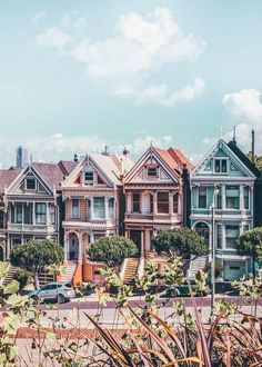 Read the top 10 things to do in San Francisco! From visiting Lombard Street to Pier San Francisco offers an endless opportunity of things to see and do! Lombard Street, Usa San Francisco, San Francisco Travel, San Francisco Painted Ladies, San Francisco Must See, San Francisco Houses, San Francisco Architecture, San Francisco Street, San Francisco California