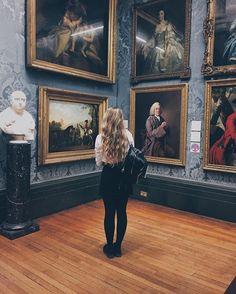 *pretends to look at art* Photo creds : @exza_ #arttrip #walker #gallery