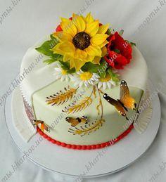 Торт с подсолнухом, маками и украинским рушником Bolo Floral, Ice Cake, Small Cake, Tiered Cakes, Cake Art, Frosting, Cake Decorating, Cupcakes, Traditional