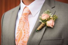 Peach-hued roses with hemp jute twine bout.  Photo by Holli B Photography.  #wedding #bout