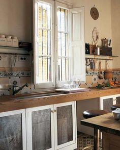 a charming old kitchen Old Kitchen, Rustic Kitchen, Vintage Kitchen, Kitchen Dining, Old World Kitchens, Cool Kitchens, Little White House, Loft, Sweet Home