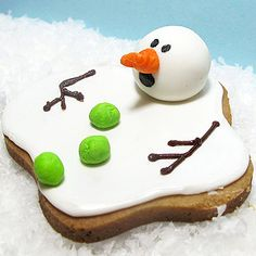 Oh no--the kids better eat these Melting Snowman #Christmas Cookies before they melt!