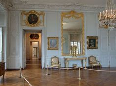 Madame Victoire's Large Chamber Originally, it was the octagon chamber of Louis XIV's Bath apartment, one of the Sun King's most original creations,