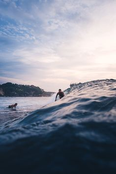 Surfing holidays is a surfing vlog with instructional surf videos, fails and big waves Surfer Kids, Surfing Tips, Girl Surfing, Learn To Surf, Tropical, Surf City, All Nature, Big Waves, Strand