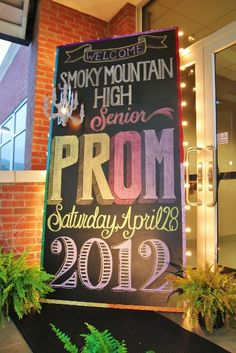 How to make a chalkboard prom sign. (too late for me, but this is cute!)