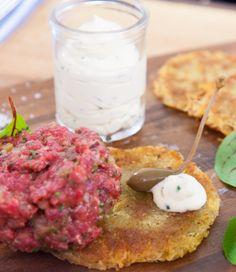 Rindertartar mit Kartoffelrösti und Blumenkohl-Remoulade